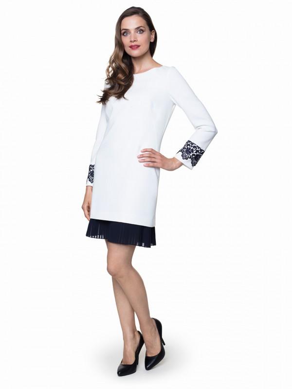 Jak prać sukienkę biało czarną, by nie straciła koloru